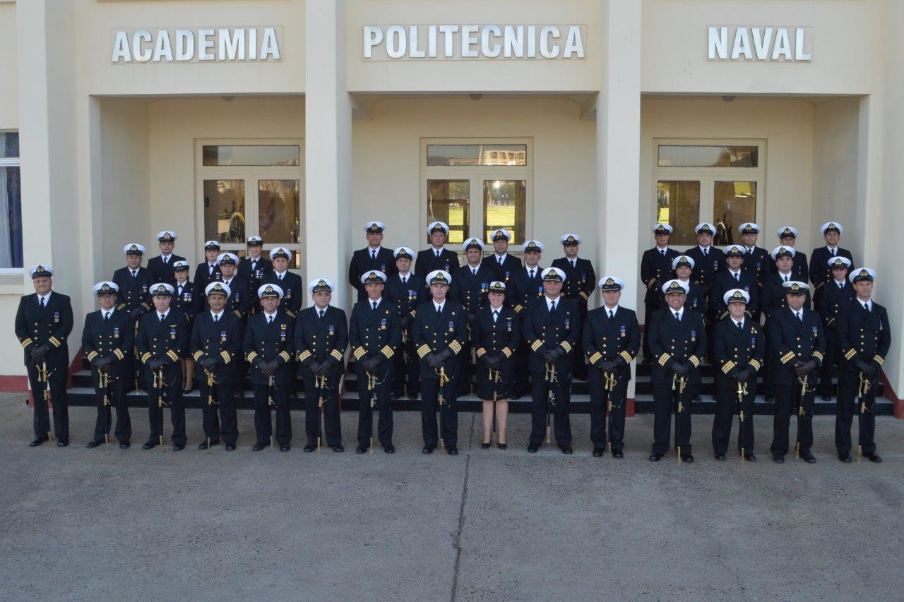 CEREMONIA MILITAR EN APOLINAV POR CONDECORACIÓN BICENTENARIO Y POR AÑOS DE SERVICIO.