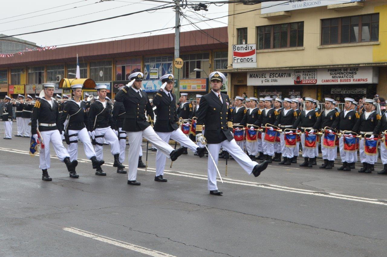 FUERZAS DE PRESENTACIÓN DE LA APOLINAV DESFILARON EN VALPARAÍSO EN CONMEMORACIÓN DEL 208° ANIVERSARIO PATRIO.