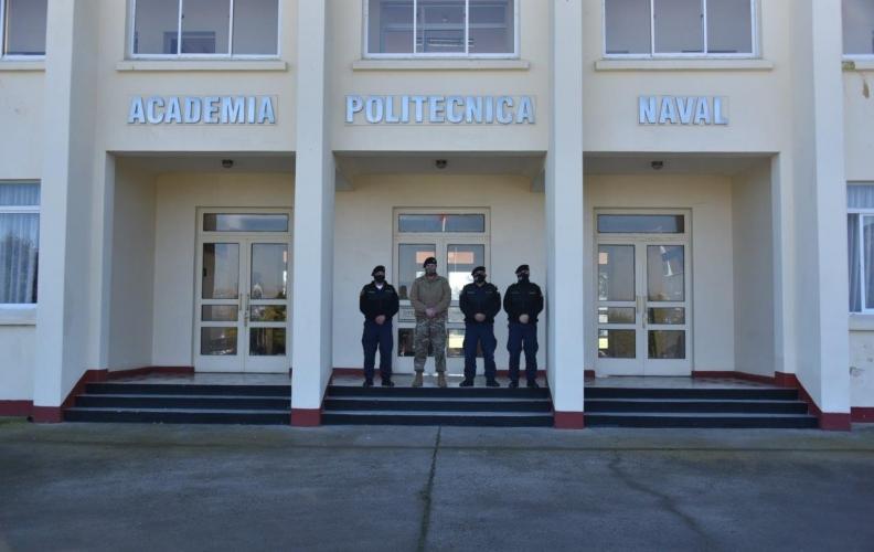 CONDESTABLE MAYOR DE LA ARMADA VISITÓ AL PERSONAL DE LA FUERZA DE TAREA NAVAL EN LA APOLINAV.