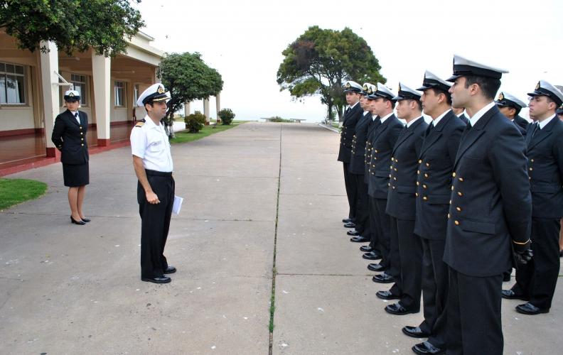 Academia Politécnica Naval recibió al Curso de Especialidad de Ingeniería Naval 2016.