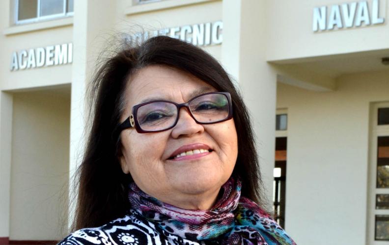 Profesora Díaz, de la Academia Politécnica Naval, recibe el grado Académico de Doctora.