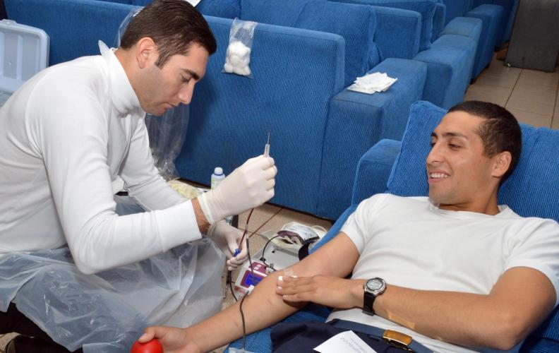 Academia Politécnica Naval en apoyo al Banco móvil de sangre del Hospital Naval