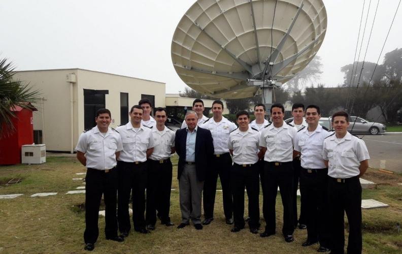 OFICIALES ALUMNOS DEL 7° AÑO TELECOMUNICACIONES DE LA APOLINAV VISITARON TELMARVALP.