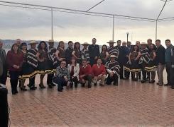 PROFESORES SALUDAN AL DIRECTOR DE LA APOLINAV EN FIESTAS PATRIAS.