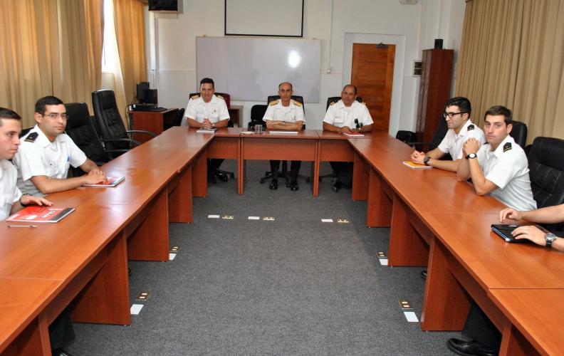 Director de Ingeniería de Sistemas Navales se reunió con los Oficiales Alumnos afectos a Ingeniería.