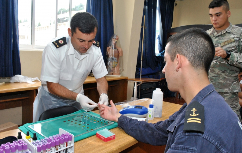Academia Politécnica Naval apoyó al Banco de sangre móvil de la Armada.