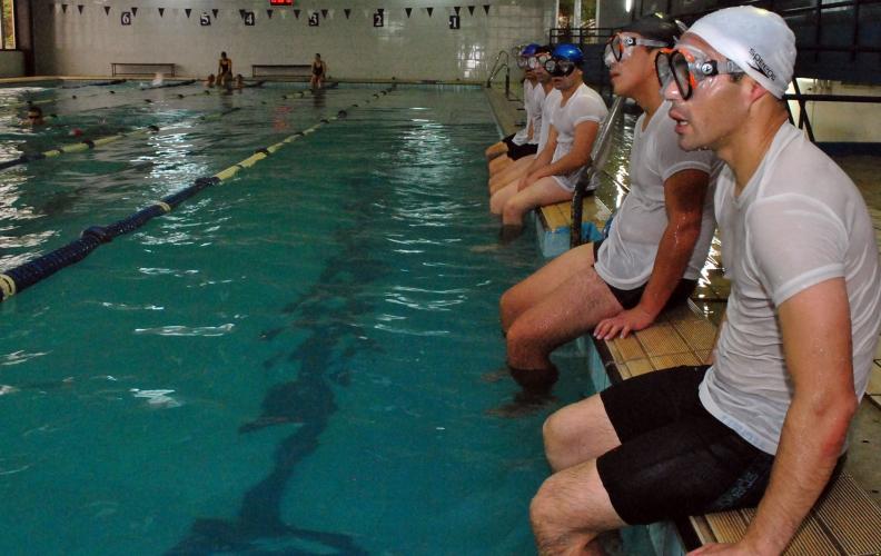 Academia Politécnica Naval prepara al 5° curso de Nadadores de Rescate.