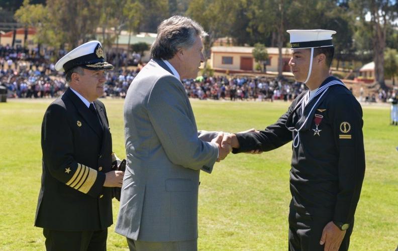 MINISTRO DE DEFENSA PRESIDIÓ GRADUACIÓN EN ACADEMIA POLITÉCNICA NAVAL.