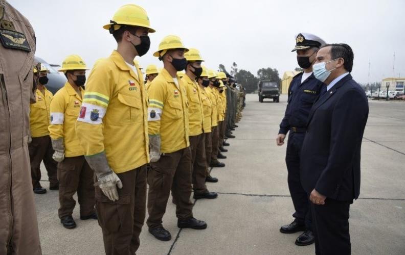 MINISTRO (S) DE DEFENSA DESTACÓ LABOR DE LAS FF.AA. EN COMBATE A INCENDIOS EN QUILPUÉ.
