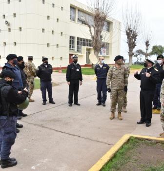 DIRECTOR DE PERSONAL DE LA ARMADA REALIZÓ VISITA OPERATIVA A LA FUERZA DE TAREA NAVAL EN LA ACADEMIA POLITÉCNICA NAVAL.