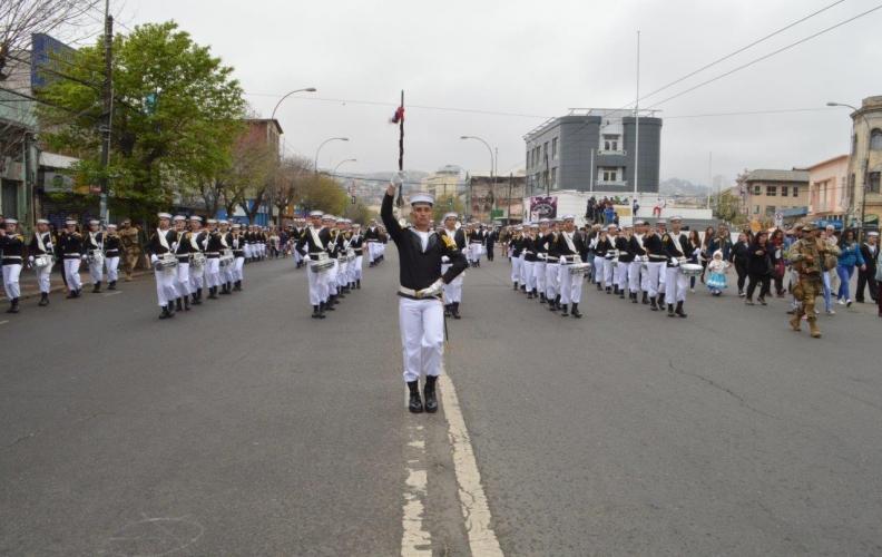 FUERZAS DE PRESENTACIÓN DE LA APOLINAV DESFILARON EN VALPARAÍSO.